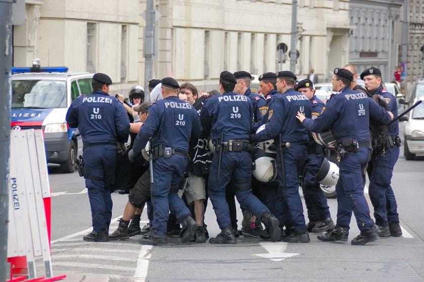 polizei gegen demonstrantInnen