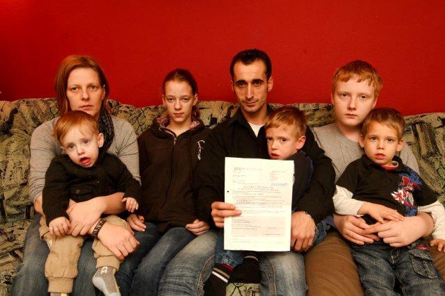 7köpfige familie wird von behörden verhöhnt (Foto: Neumayr/MMV)