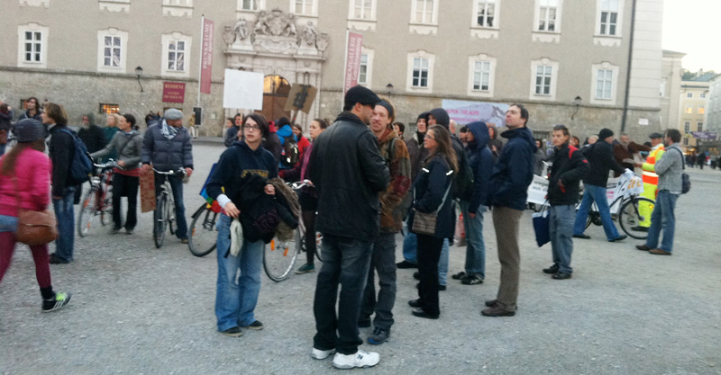 occupysalzburg am 15.10.2011 residenzplatz (foto: bernhard jenny)