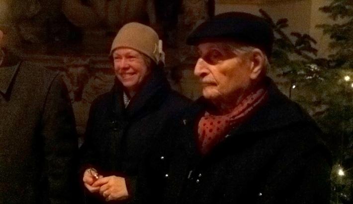 hanna und marko. m. feingold bei der hanukka-feier im hof der residenz salzburg (bild bernhard jenny)