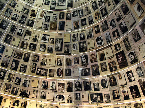 holocaust_memorial foto: stellas mom - flickr creative commons http://www.flickr.com/photos/lithuania2008/461672951/sizes/m/in/photostream/