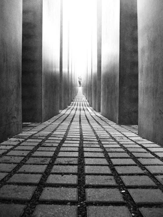 holocaust mahnmal barlin foto: jmc photos cc http://www.flickr.com/photos/jmcphotos/1361545671/sizes/l/in/photostream/