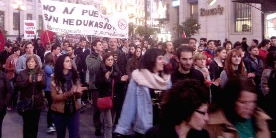 demonstration gegen die kürzungen im bildungswesen sevilla foto: bernhard jenny